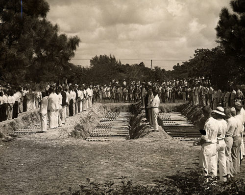 Worst Hurricanes in US History-Pic of Mass Burial of Victims